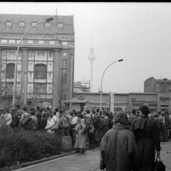 Grenzübergangsstelle. November 1989, Berlin
